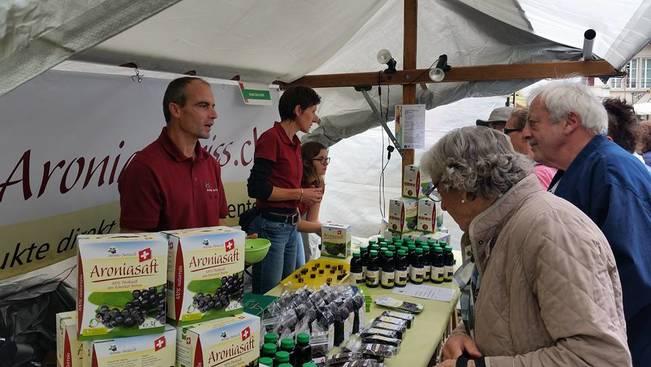 aroniabeere-marktstand-bio-aronia-saft-online-shop