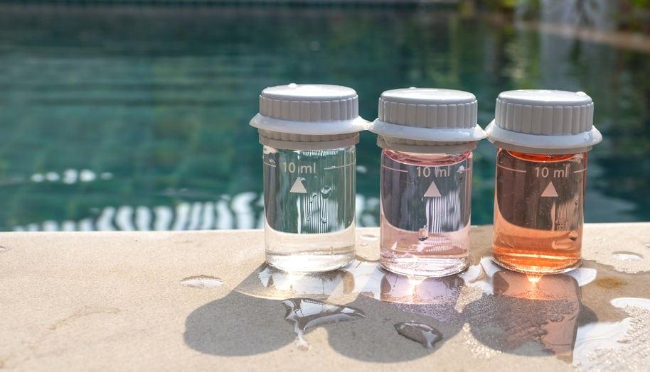 Wasserqualität testen Hygiene Schweizer Schwimmbäder